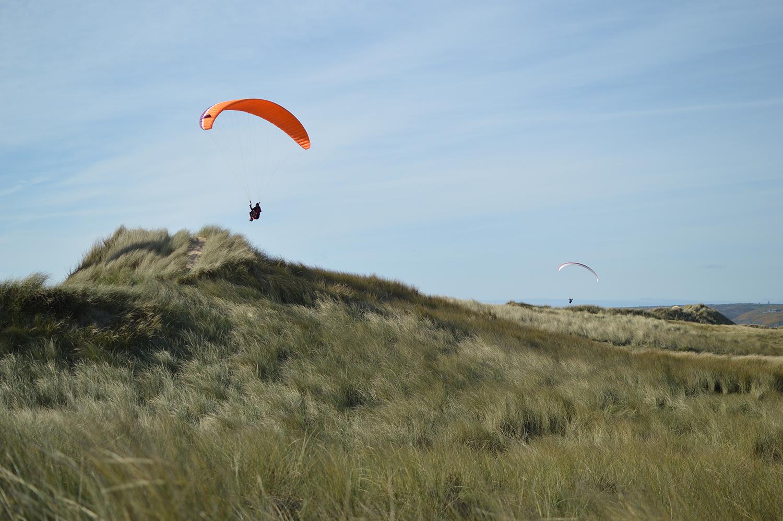 Cotentin Normandie Tourisme dunes de sable parapente